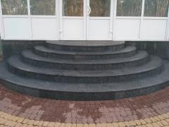 Cleaning of facades, entrances from dirt and efflorescence