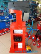 Machine for riveting brake pads trucks